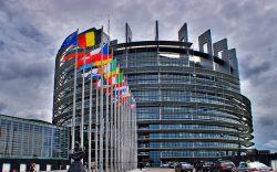 Parlamentul European cere transparență în cercetare și dezvoltare