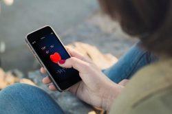 Comunicarea digitală îmbunătățește angajamentul tinerilor pacienți