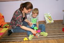 """Terapie gratuită pentru 25 de copii cu autism, prin programul """"Părinte pentru Părinte"""""""