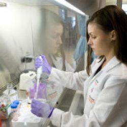"""4 proiecte de cercetare în virusologie – finanțate prin programul """"Partnering for Cure"""""""