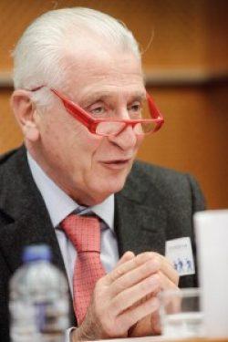 ECPC: Discriminarea supraviețuitorilor de cancer trebuie să înceteze!