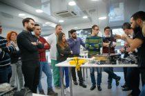 Medici și studenți la Medicină, instruiți în Centrul Mobil de Training Stryker