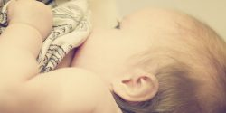 Rezoluția OMS privind alăptarea naturală provoacă dezbateri internaționale aprinse